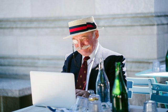 verkkolaskutusta kahvilassa laskutusohjelmalla